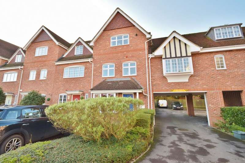 4 Bedrooms Town House for sale in Foundry Close, Hook, RG27