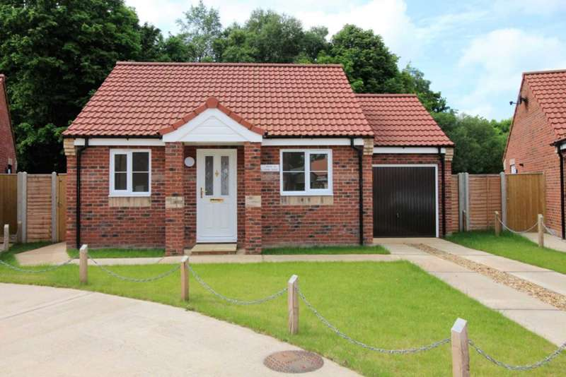 2 Bedrooms Detached Bungalow for sale in Maple Drive, Necton