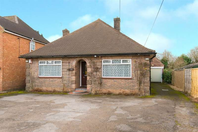 2 Bedrooms Bungalow for sale in Mitchell Walk, Amersham, Buckinghamshire, HP6 6NW