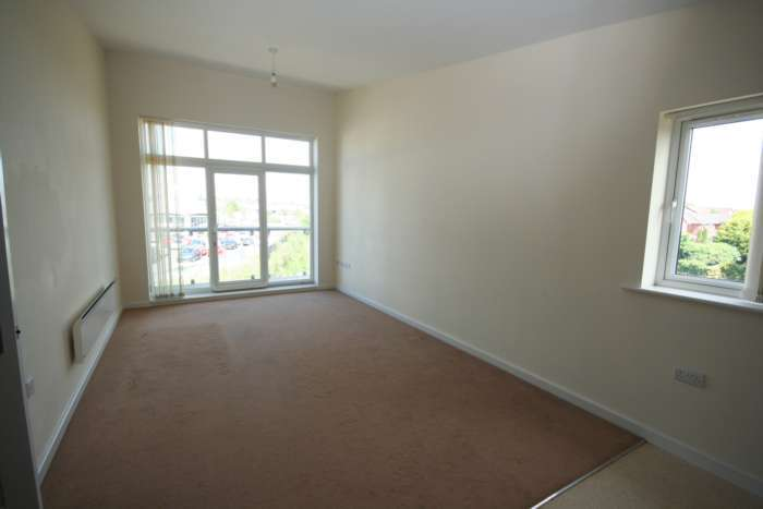 2 Bedrooms Apartment Flat for rent in Bridgefield Court, Prescot, Prescot