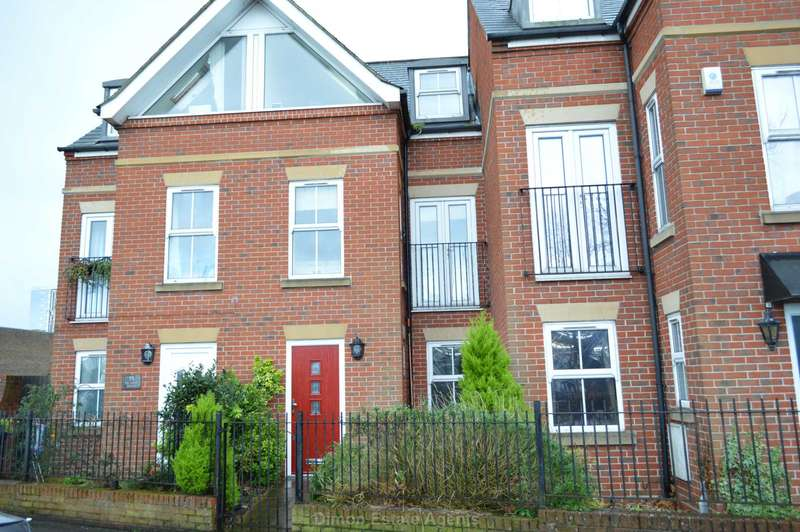 4 Bedrooms Terraced House for sale in Mumby Road, Gosport