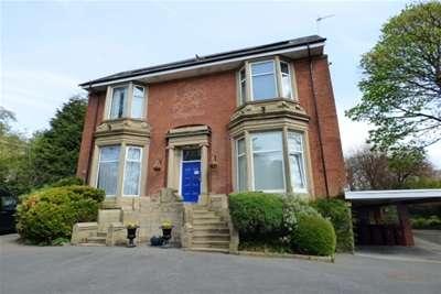 2 Bedrooms Flat for rent in East Park Court, East Park Road, Blackburn
