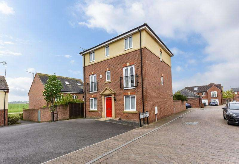 4 Bedrooms Detached House for sale in Long Barn Road, Andover