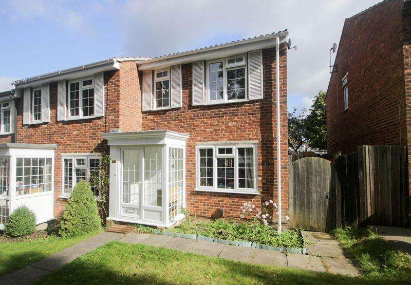3 Bedrooms Semi Detached House for sale in Aquila Close, Leatherhead
