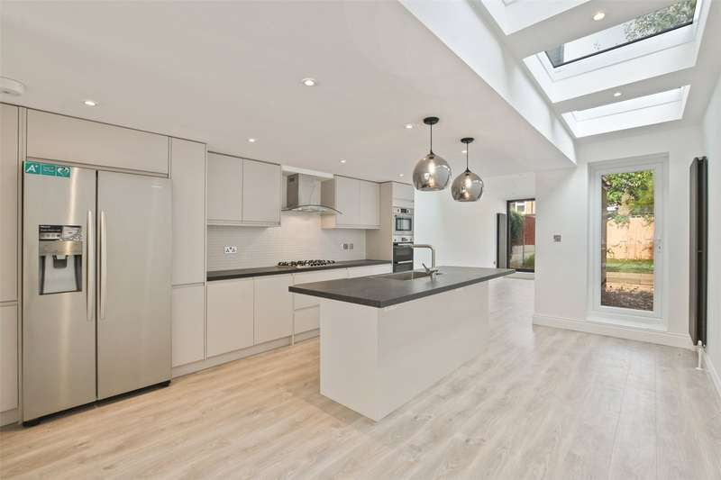 5 Bedrooms Terraced House for sale in Huddlestone Road, London, E7