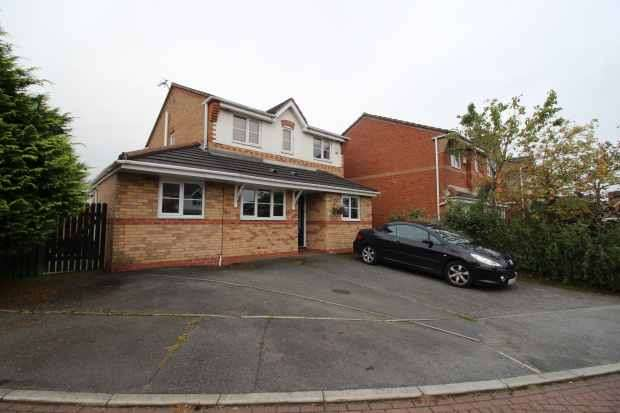 4 Bedrooms Detached House for sale in Lords Crescent, Darwen, Lancashire, BB3 0SU