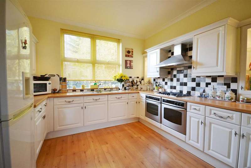 4 Bedrooms Detached House for sale in Pembroke Dock
