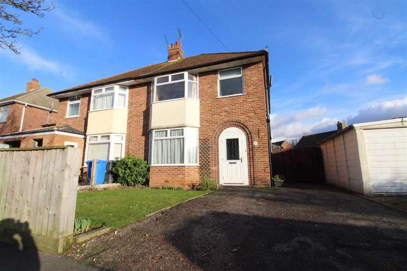 3 Bedrooms Semi Detached House for sale in Pinecroft Road, Ipswich