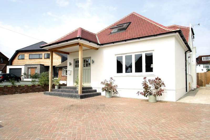 4 Bedrooms Detached House for sale in Marine Close, Leigh-On-Sea