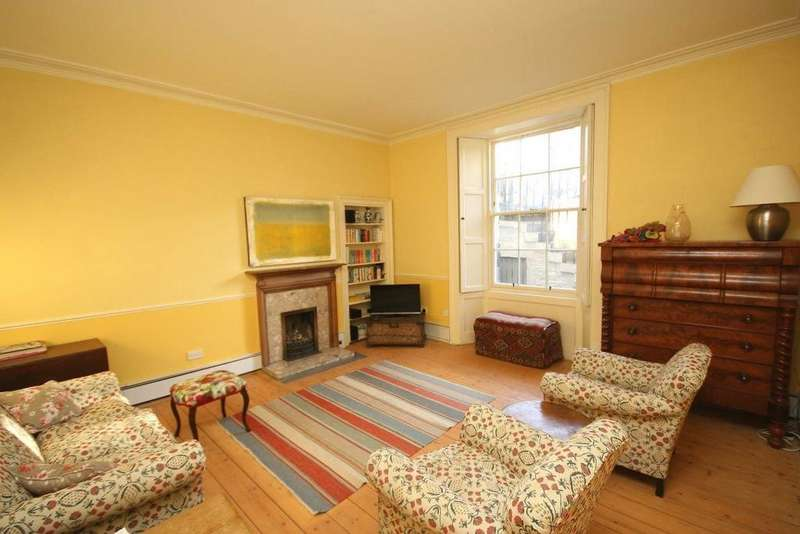 3 Bedrooms Flat for rent in Drummond Place, Edinburgh