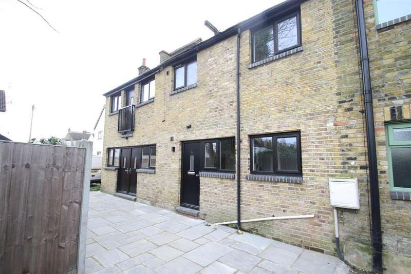 2 Bedrooms Semi Detached House for rent in Leigh Hall Road, Leigh-On-Sea