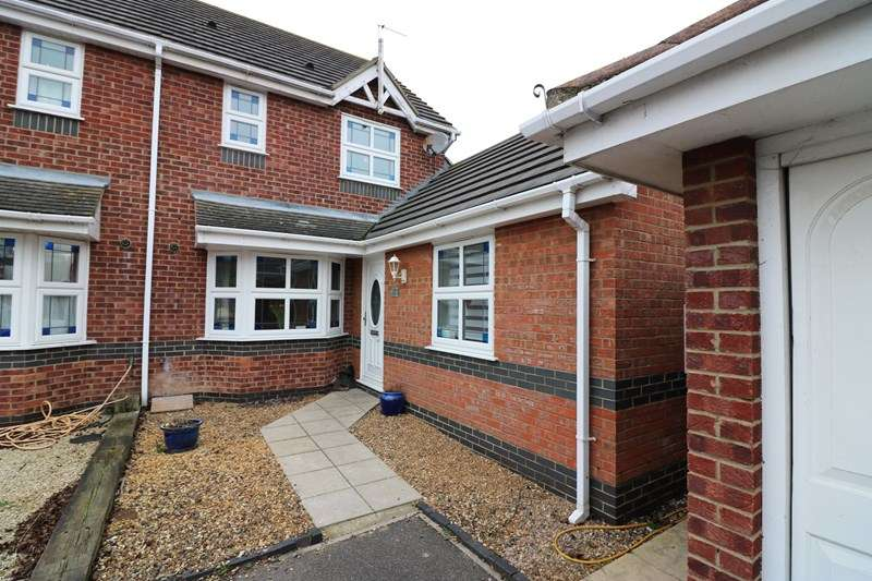 4 Bedrooms Semi Detached House for rent in Alexandra Road, Great Wakering, Southend-On-Sea