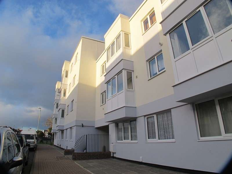 2 Bedrooms Apartment Flat for rent in High Street, Lee-On-The-Solent