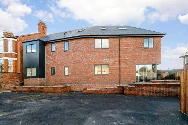 3 Bedrooms Flat for sale in Radcliffe Court, 2A Cropwell Road, Radcliffe On Trent, Nottingham, NG12