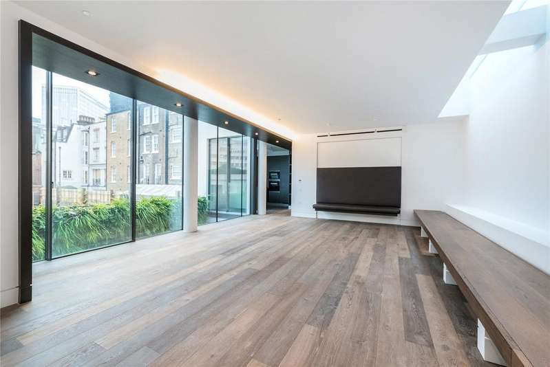 3 Bedrooms Flat for sale in Buckingham Gate, St. James's, London, SW1E