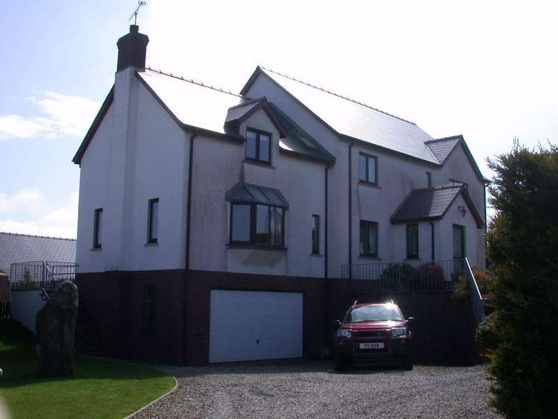 5 Bedrooms Detached House for sale in 31 Heol Caradog, Fishguard, Pembrokeshire