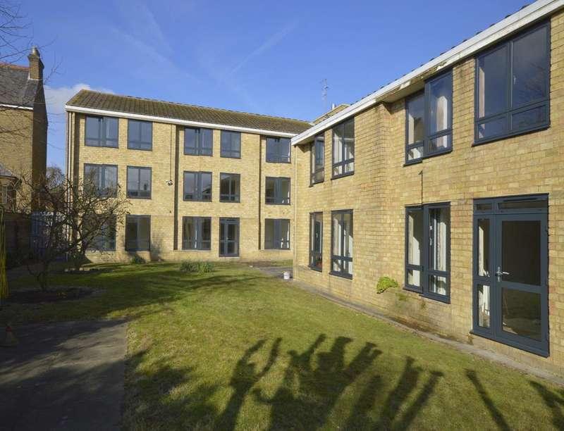 1 Bedroom Flat for rent in Herbert Dane Court, Newton Road, Faversham, ME13