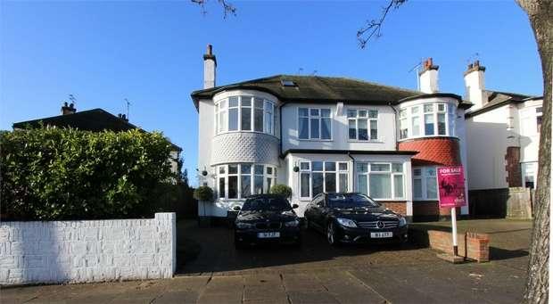 4 Bedrooms Semi Detached House for sale in Ridgeway Gardens, Westcliff-on-Sea, Essex