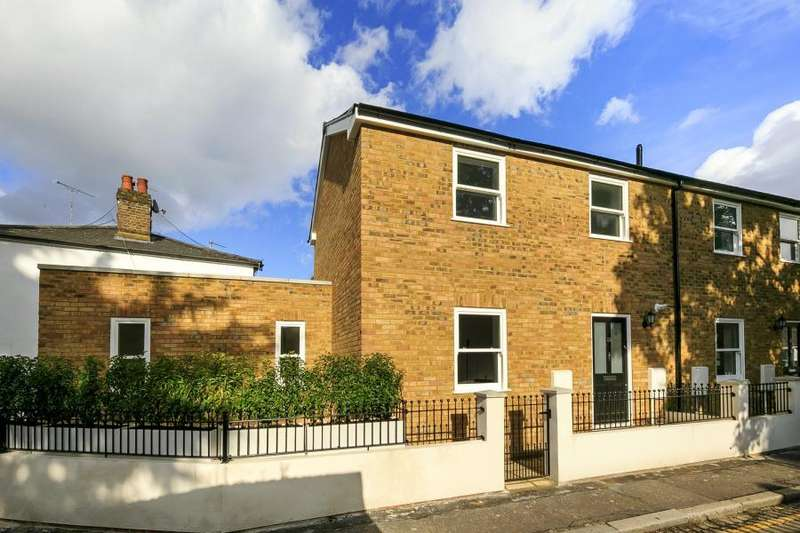 2 Bedrooms Semi Detached House for sale in Holly Road, Twickenham, TW1