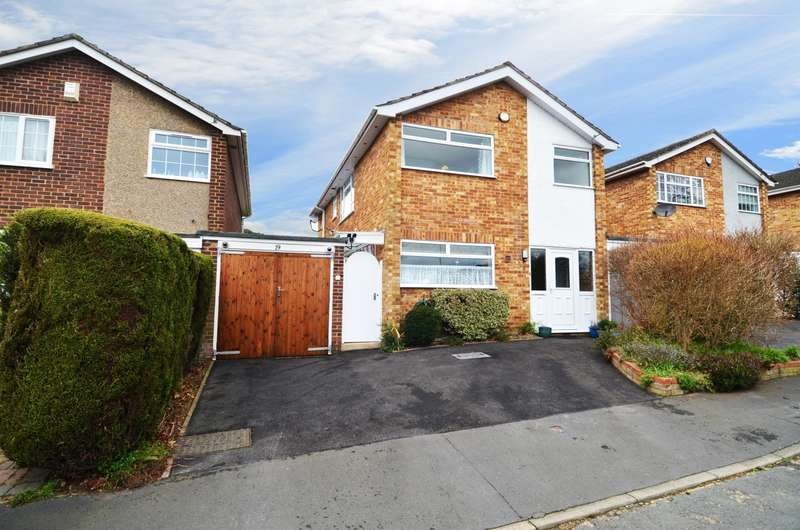 4 Bedrooms Detached House for sale in Woodside Avenue, Flackwell Heath, HP10