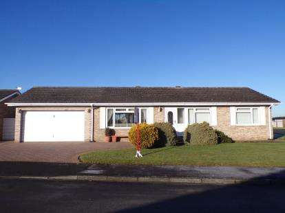 3 Bedrooms Bungalow for sale in Lansdowne Road, Yarm, Stockton On Tees