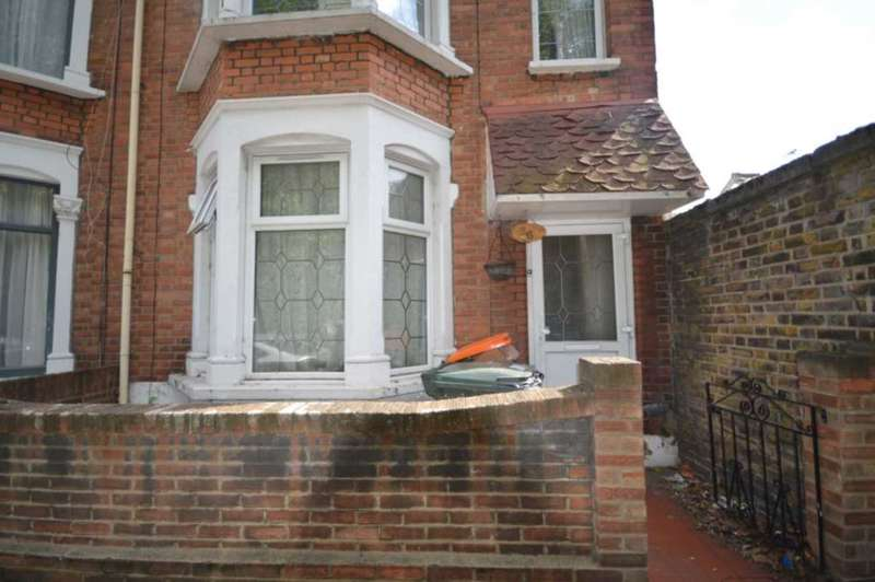 3 Bedrooms Semi Detached House for rent in Leslie Road, Leytonstone
