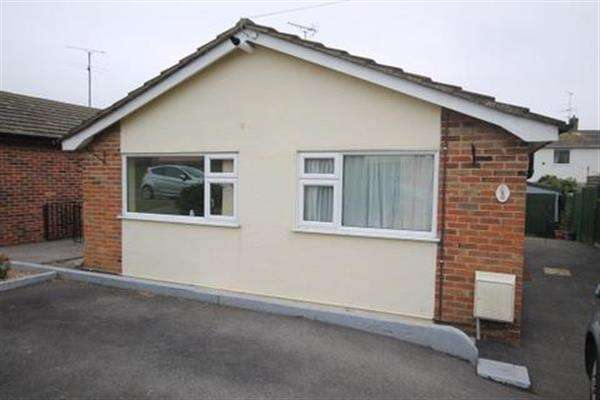 2 Bedrooms Bungalow for sale in The Vineway, Harwich