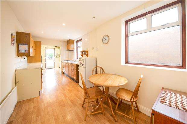 2 Bedrooms Semi Detached Bungalow for sale in Dale Avenue, EDGWARE, Middlesex, HA8 6AE