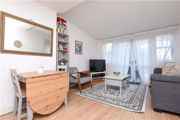 2 Bedrooms Flat for sale in Streatham Vale, LONDON, SW16 5TD