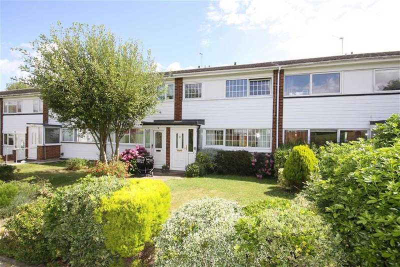 3 Bedrooms Terraced House for sale in Place Farm Avenue, Crofton
