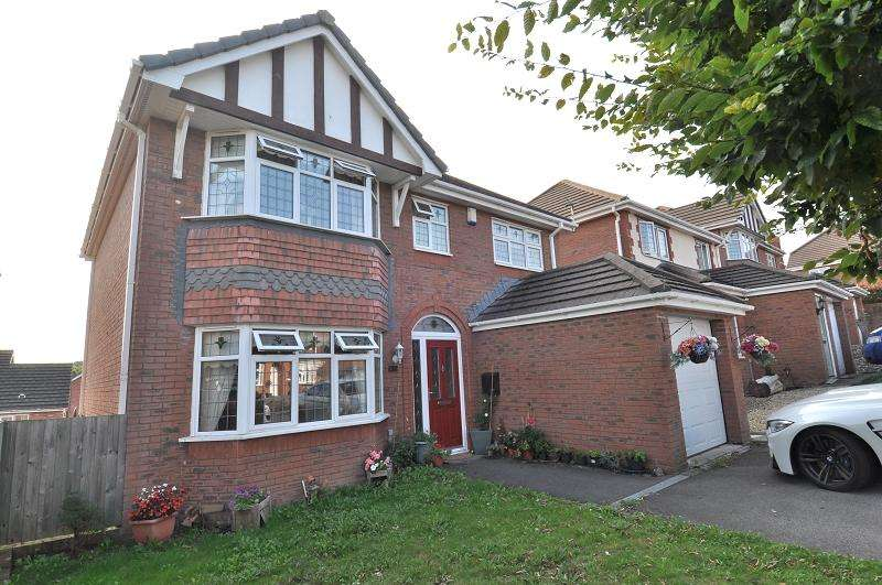 5 Bedrooms Detached House for sale in Beidr Iorwg , Pencoedtre Village, Barry CF63 1FG