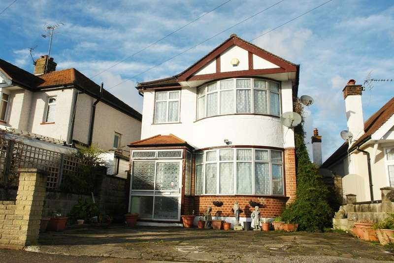 3 Bedrooms Detached House for sale in Oakleigh Avenue, Tolworth