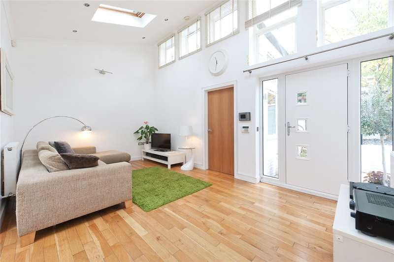 2 Bedrooms Detached Bungalow for sale in Clive Road, London