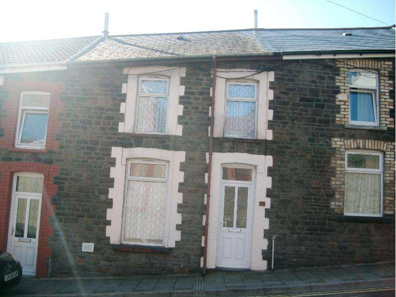 3 Bedrooms Terraced House for sale in Penrhys Road, Tylorstown, Tylorstown, Rhondda Cynon Taff. CF43 3BB