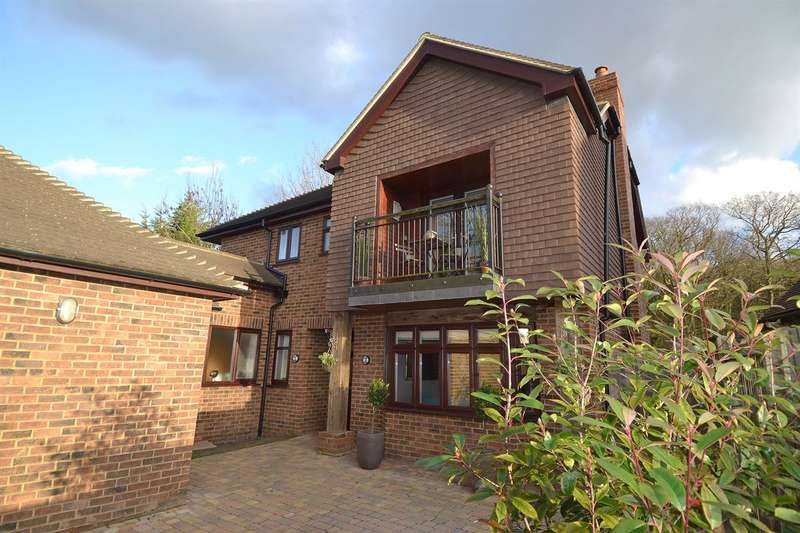 5 Bedrooms Detached House for sale in Radfall Ride, Chestfield, Whitstable