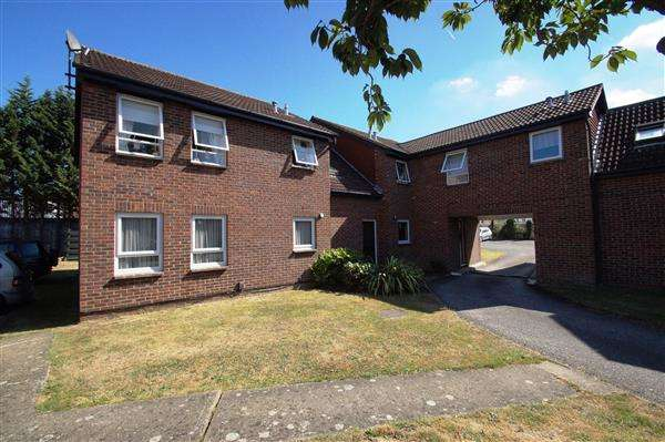 Studio Flat for sale in Fotheringay Gardens, Castle Gardens, Cippenham