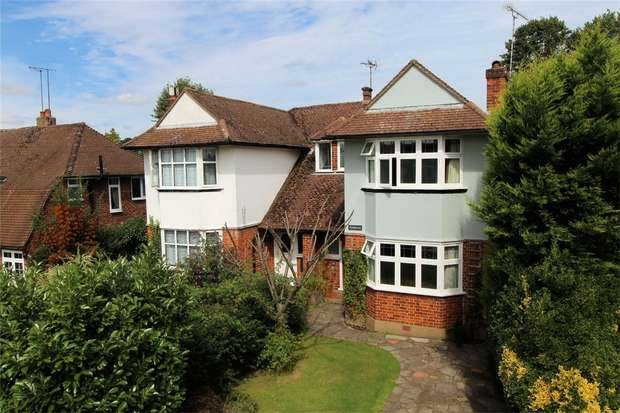 3 Bedrooms Semi Detached House for sale in Horsell, Woking, Surrey