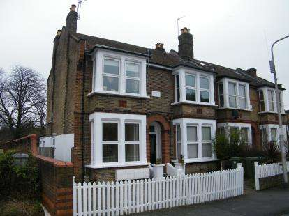 2 Bedrooms Flat for sale in Wanstead, London