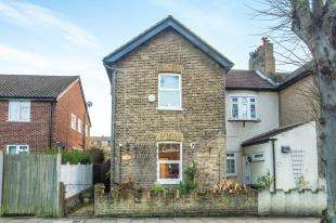 2 Bedrooms Semi Detached House for sale in Brook Lane, Bromley, Kent, United Kingdon