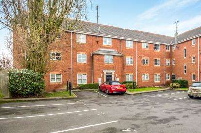 2 Bedrooms Flat for sale in Keysmith Close, Willenhall, West Midlands