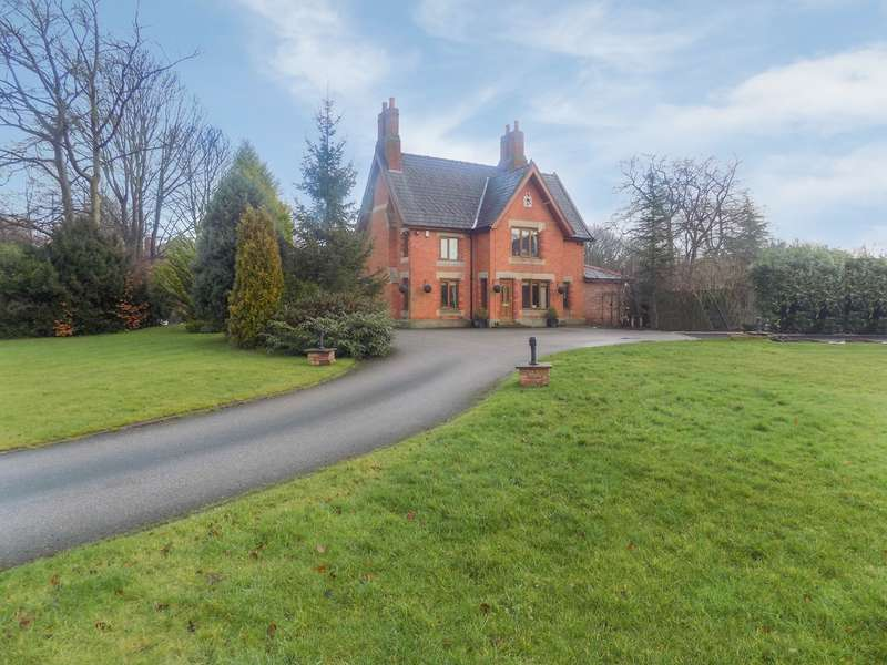 5 Bedrooms Detached Villa House for sale in Balshaw Lane, Euxton, Chorley, PR7