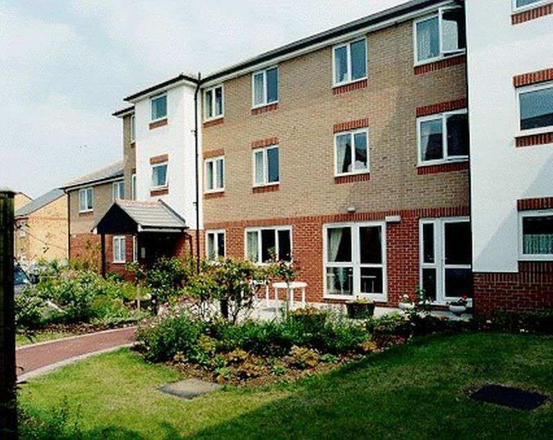 2 Bedrooms Property for sale in Kennett Court, Swanley, BR8 7WP