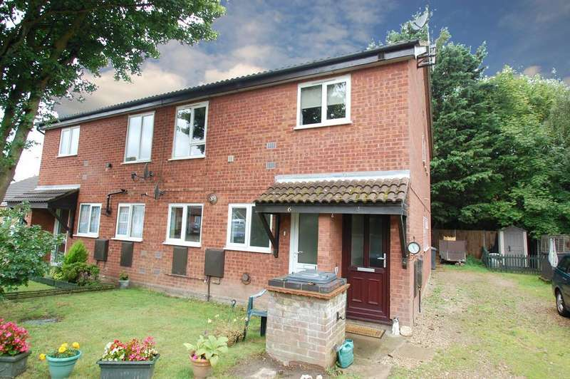 2 Bedrooms Apartment Flat for sale in Osborne Close, North Walsham