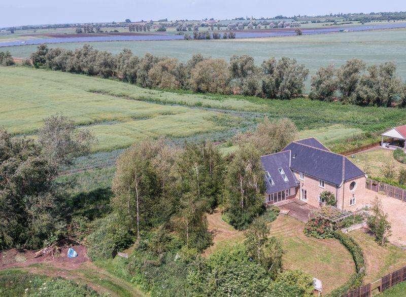 5 Bedrooms Detached House for sale in Twentypence Road, Wilburton