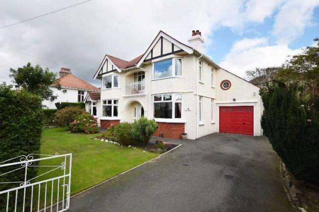 4 Bedrooms House for sale in Royal Avenue, Onchan, IM3 1LE