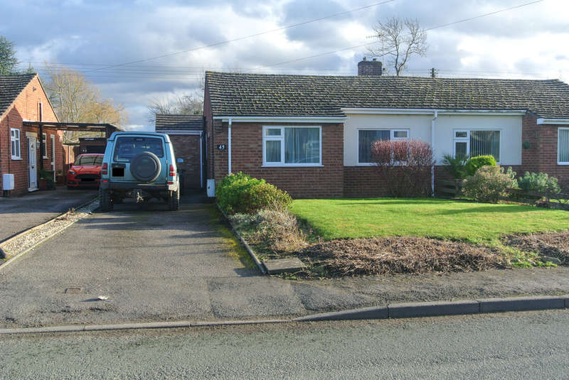 2 Bedrooms Semi Detached Bungalow for sale in Stratford Road, Honeybourne
