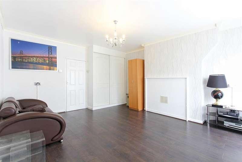 1 Bedroom Studio Flat for sale in Widdecombe House, Crawford Rd, SE5 9HF