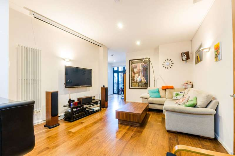 2 Bedrooms Maisonette Flat for sale in Pitfield Street, Hoxton, N1