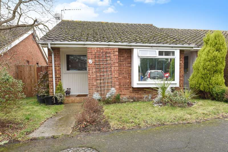 2 Bedrooms Bungalow for sale in Woking