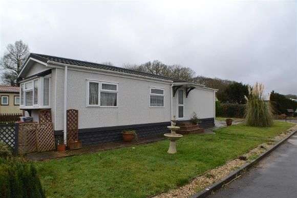 2 Bedrooms Property for sale in Oaktree Avenue, Crookham Common, Thatcham